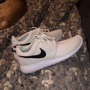 Brand new white Nike roshe ones